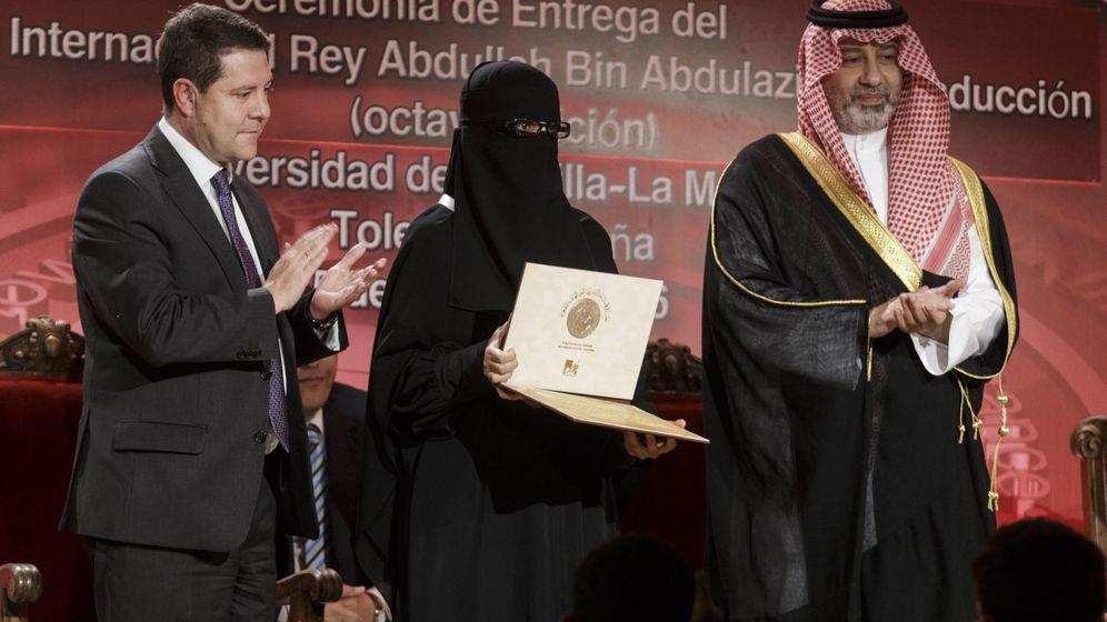 Foto: Entrega del premio. (Yolanda Lancha / La Tribuna)