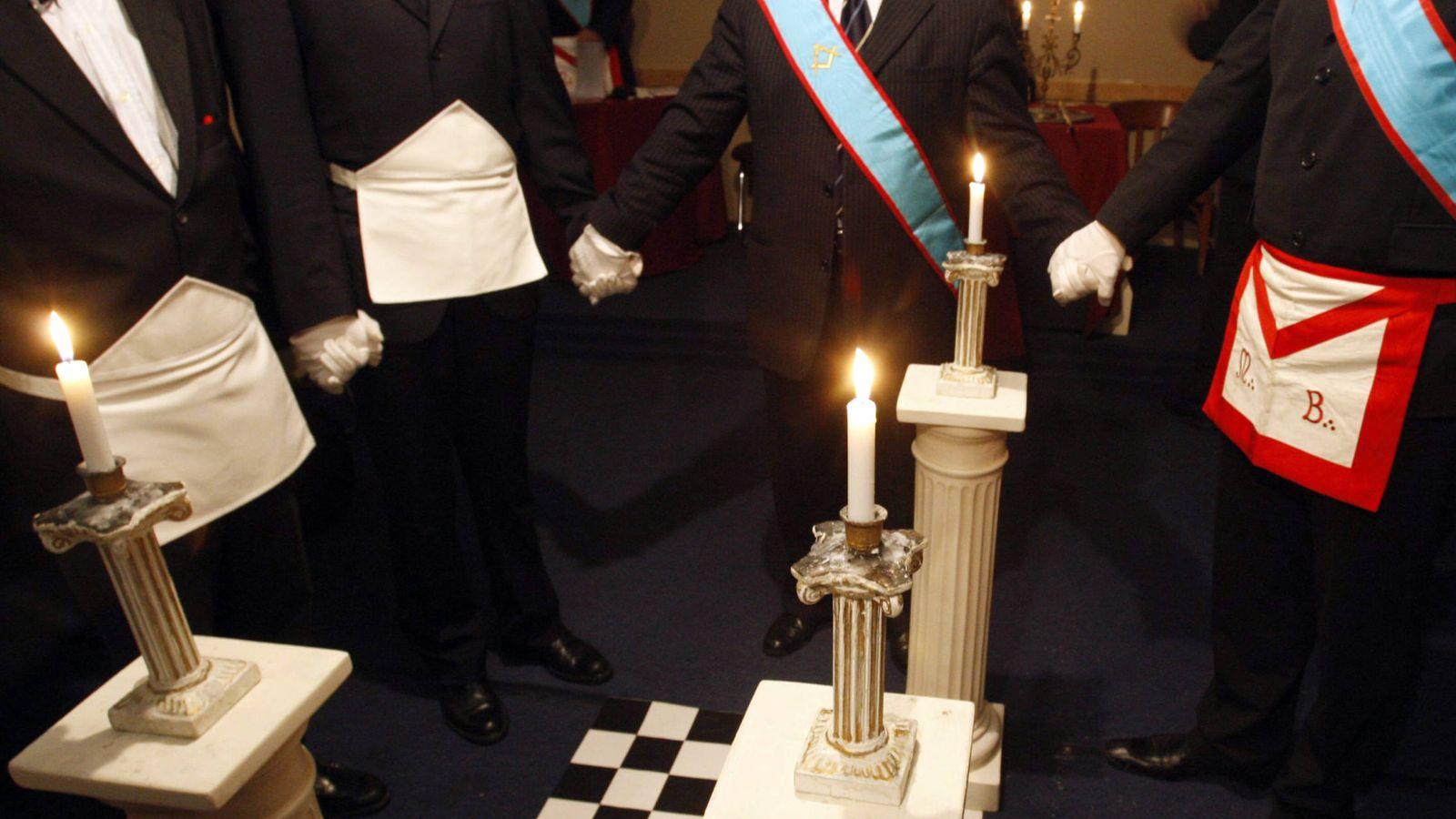 Foto: Masones franceses durante un ritual. (Reuters)