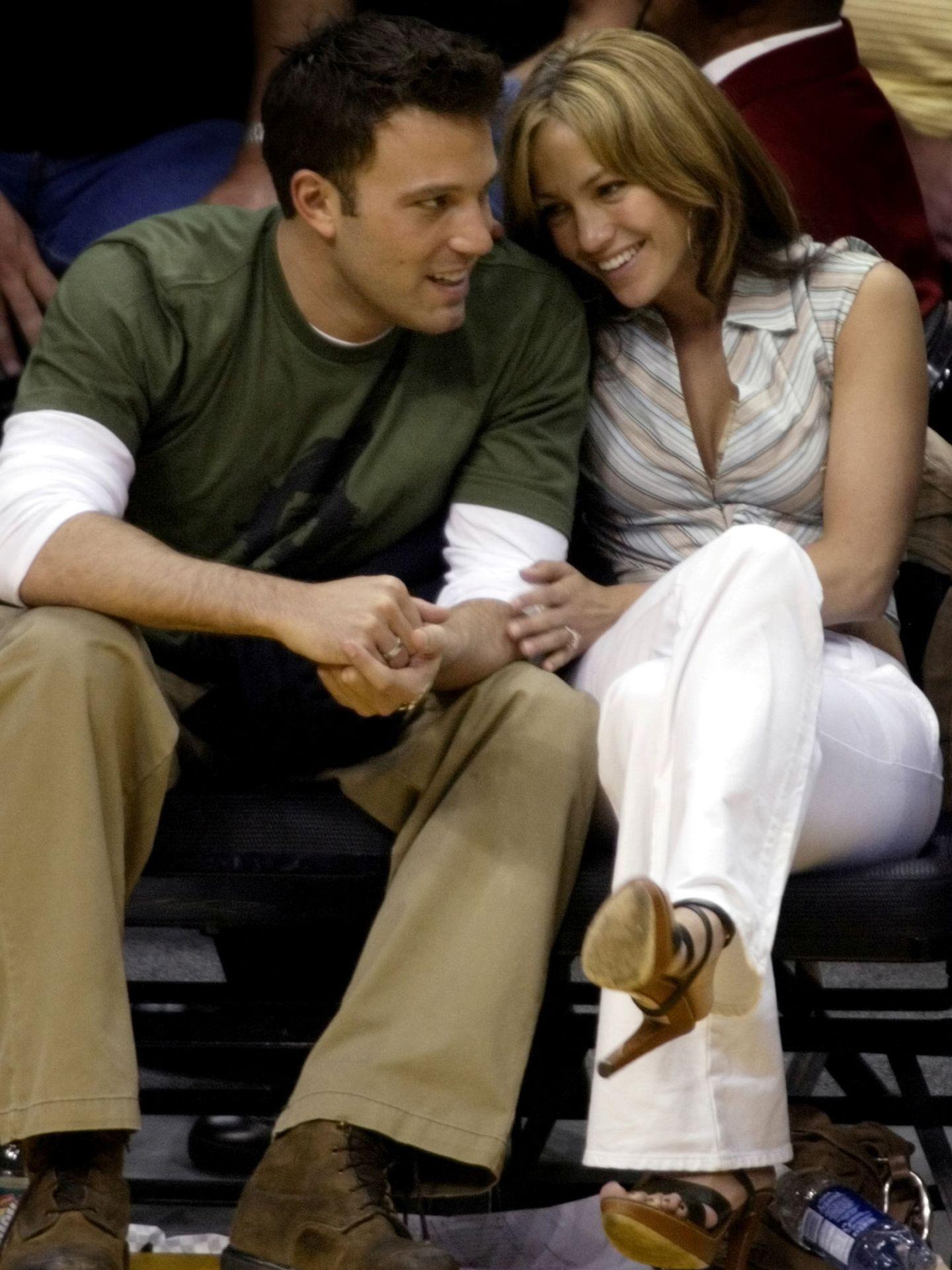 Ben Affleck y Jennifer Lopez durante su noviazgo en el pasado. (Reuters)