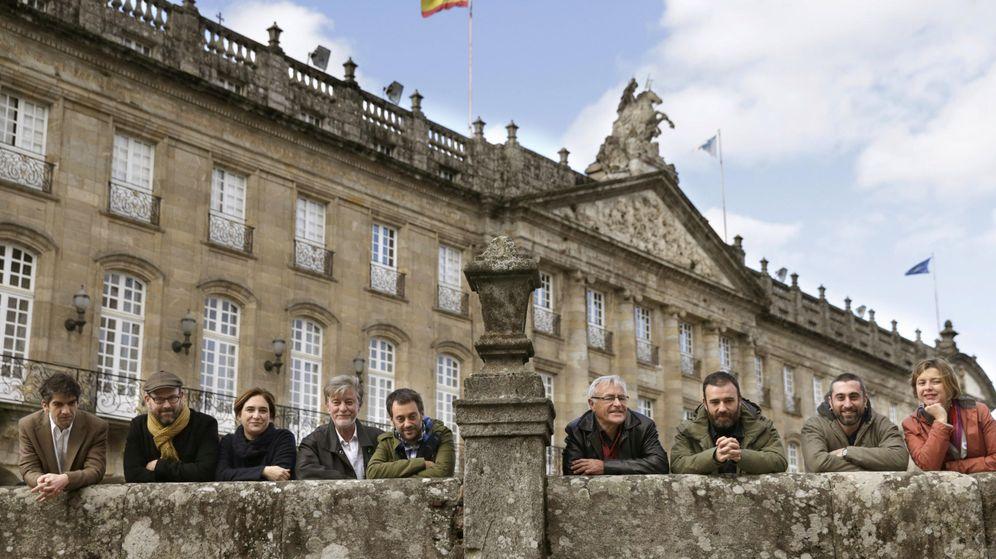 Foto: Reunión en Santiago de los 'alcaldes del cambio', incluido el de A Coruña, Xulio Ferreiro. (EFE)