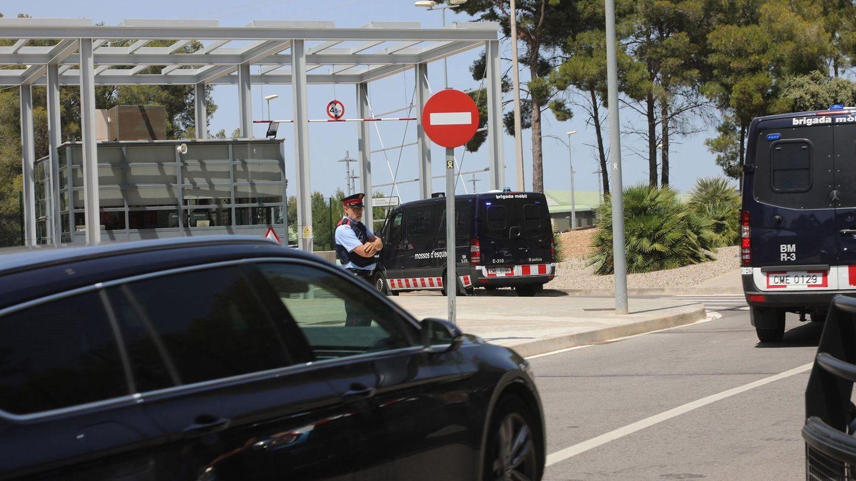 Carme Forcadell, en un coche, ingresa en prisión. (EFE)