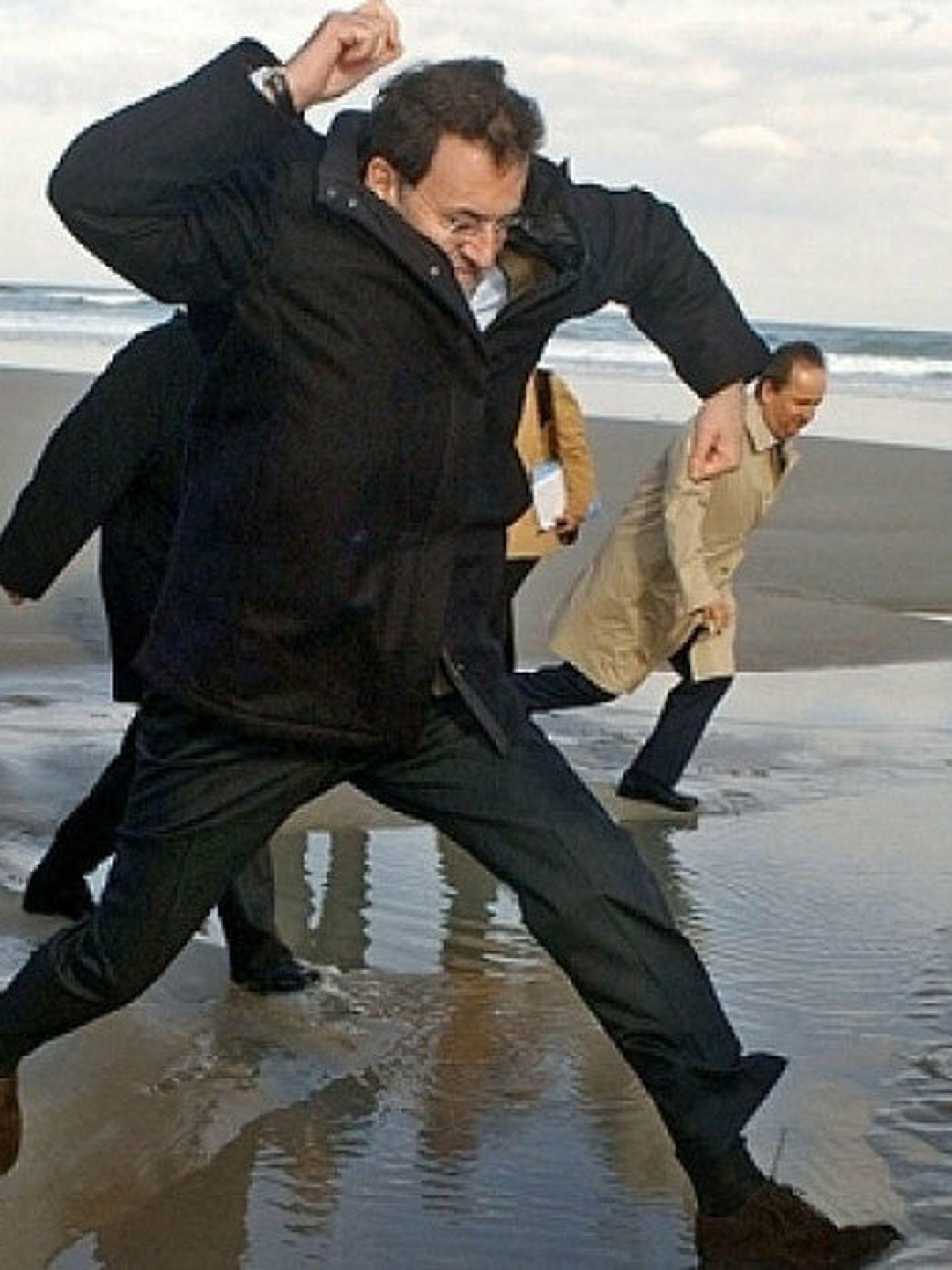 Rajoy visita Galicia tras el desastre del Prestige.