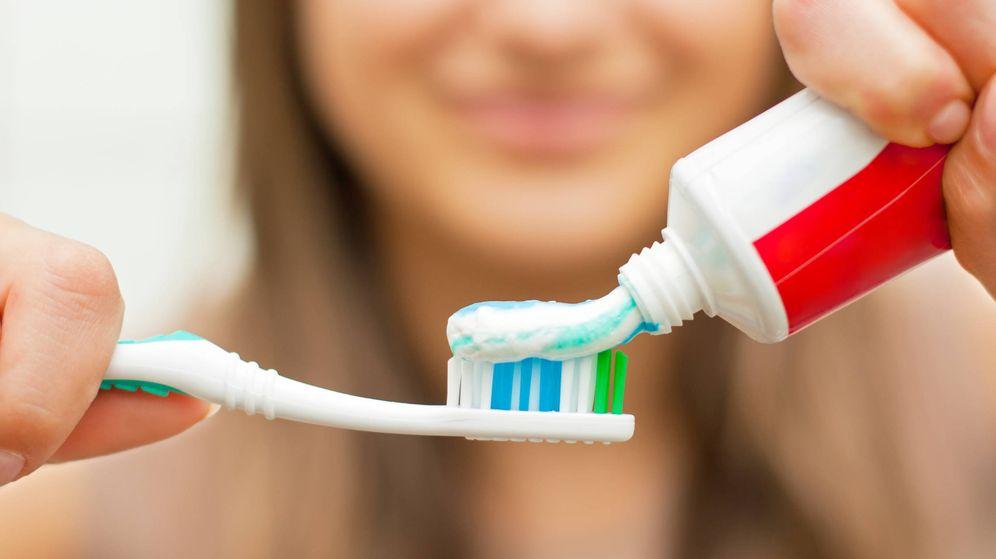 Foto: ¿Sabes cuánto flúor tiene la pasta que compras? (iStock)