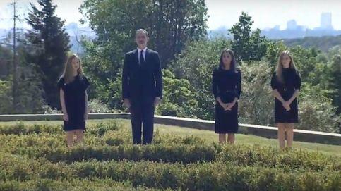 Los Reyes y sus hijas guardan un minuto de silencio por las víctimas del coronavirus