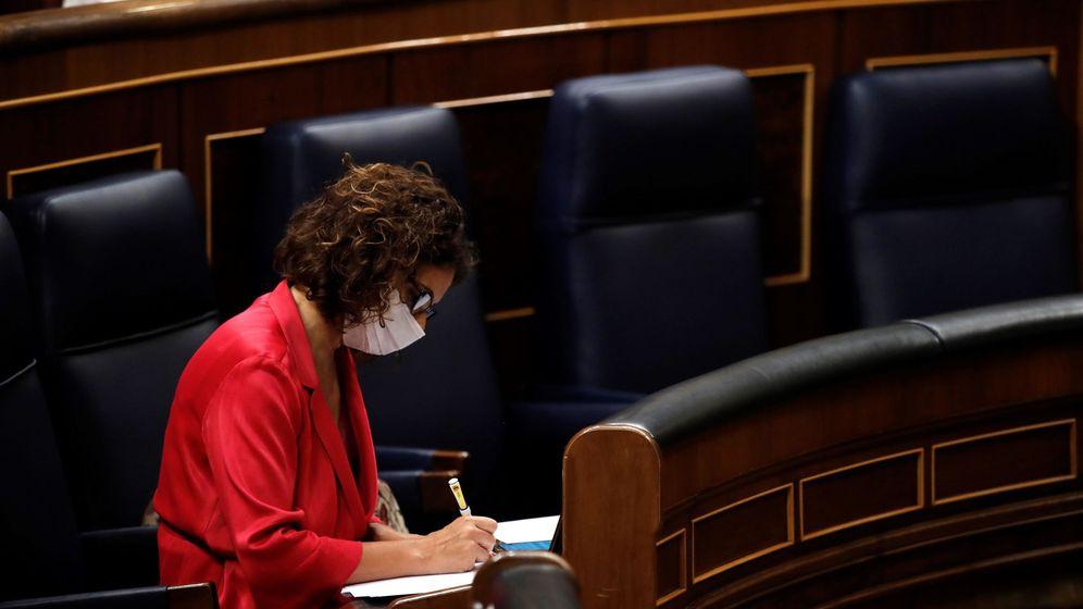 Foto: La ministra de Hacienda y portavoz del Gobierno, María Jesús Montero, durante el pleno del Congreso celebrado este jueves. (EFE)
