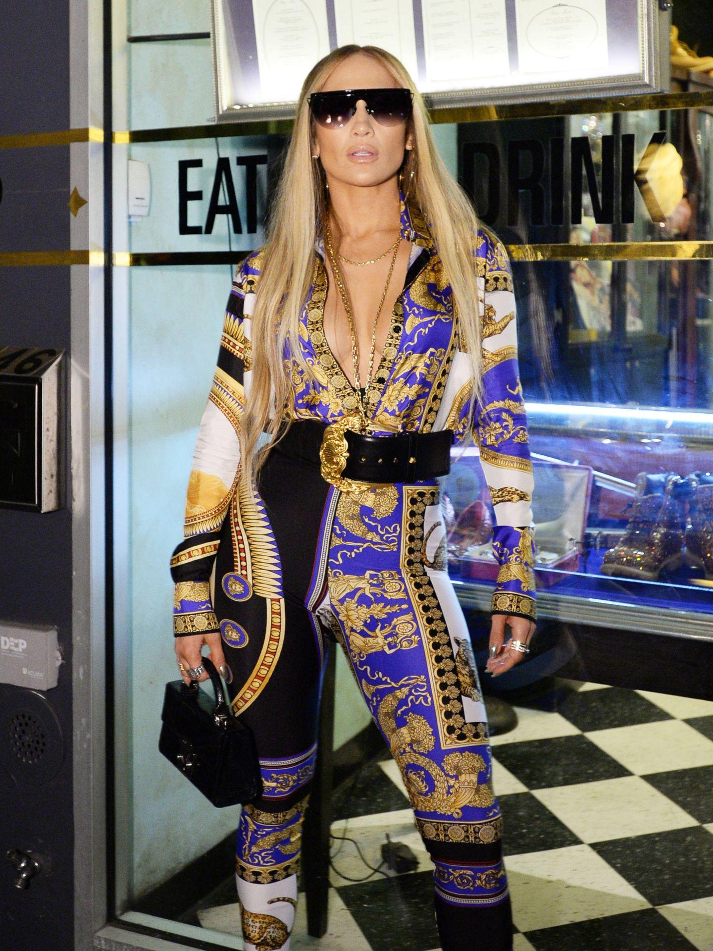 Jennifer López con el look de la polémica.  (Getty)