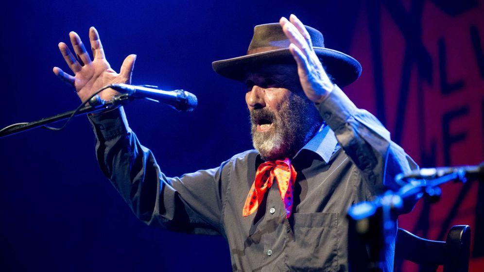 Foto: José Domínguez 'El Cabrero', durante su actuación en el 56 Festival Internacional del Cante de las Minas. (EFE)