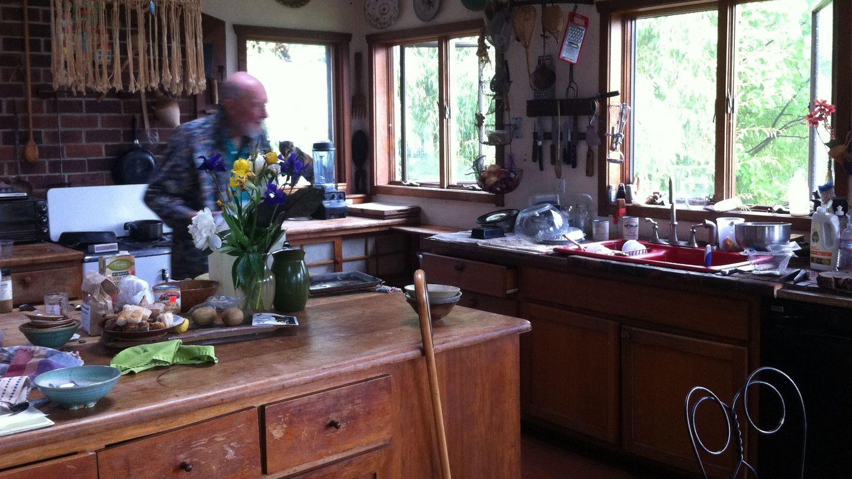 Pete Seeger en el interior de su casa en Beacon