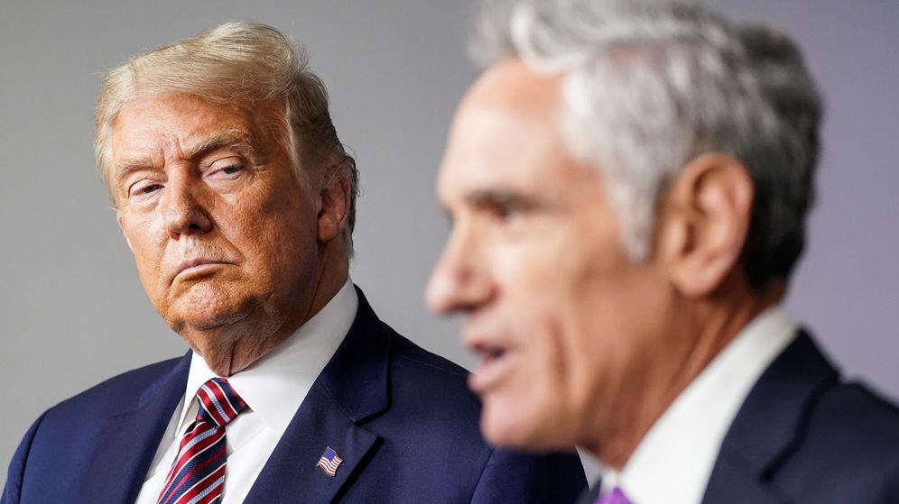 Foto: El presidente Donald Trump junto a Scott Atlas. (Reuters)