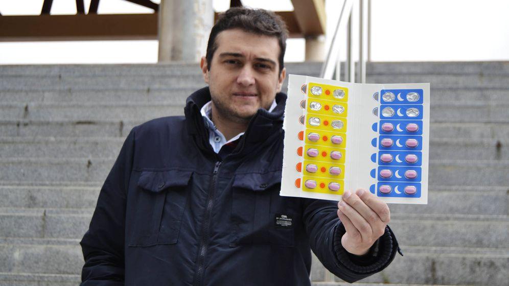 Foto: Joaquín con una caja de Orkambi para uso compasivo. (M.Z.)