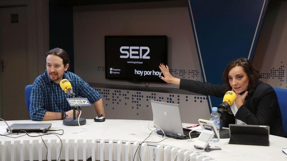 Foto: El líder de Podemos, Pablo Iglesias (i), durante una entrevista en el programa 'Hoy por hoy', que dirige y presenta Pepa Bueno (d), en la Cadena SER. (EFE)