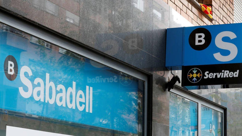 Sabadell endurece la guerra por la gestión de carteras de fondos en banca personal