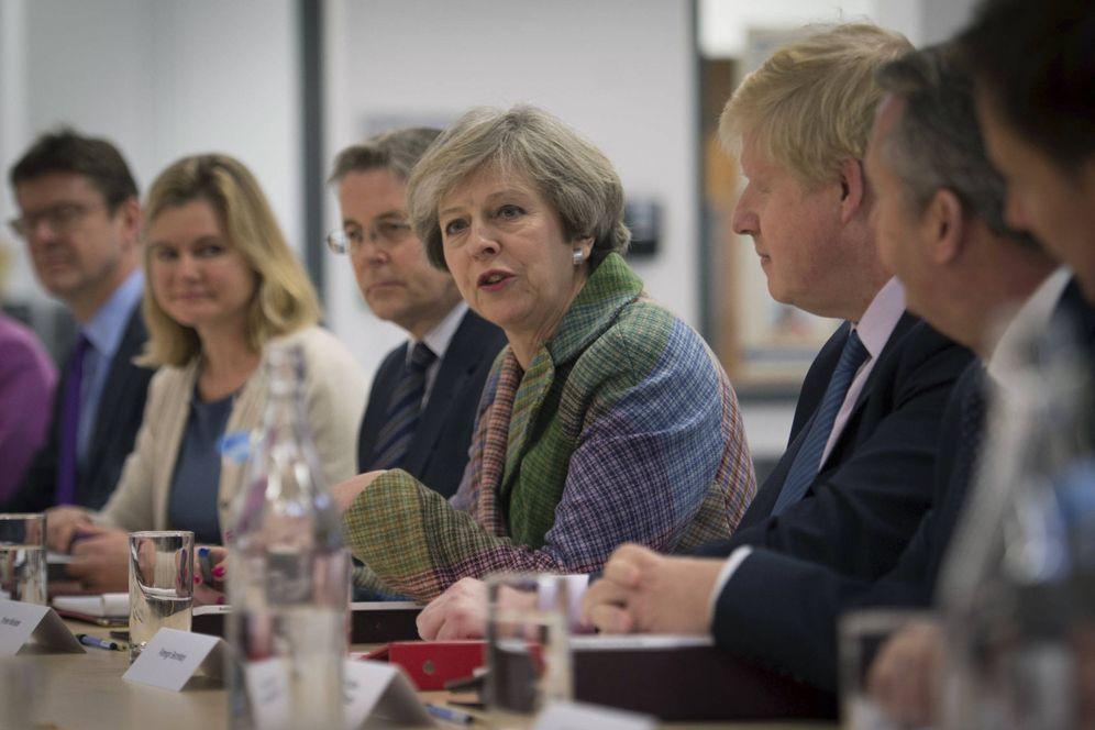 Foto: La primera ministra británica, Theresa May, durante una reunión del gabinete regional en Runcorn, Cheshire. (Reuters)