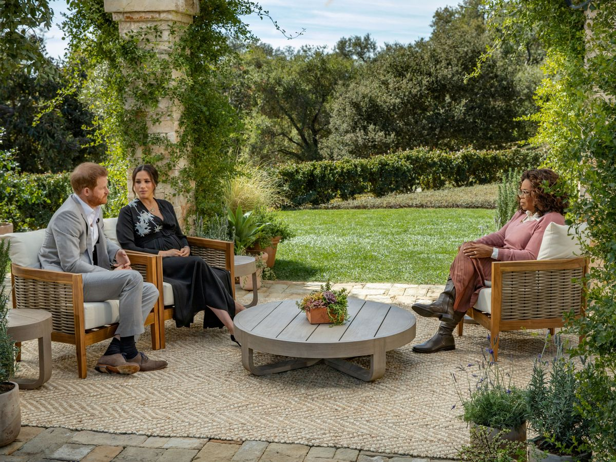 Foto: Meghan y Harry, durante la entrevista con Oprah Winfrey. (Reuters)