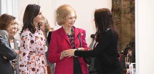 Post de Las compras de Letizia y Sofía en el rastrillo: adornos, un vestido de 30 euros y un broche