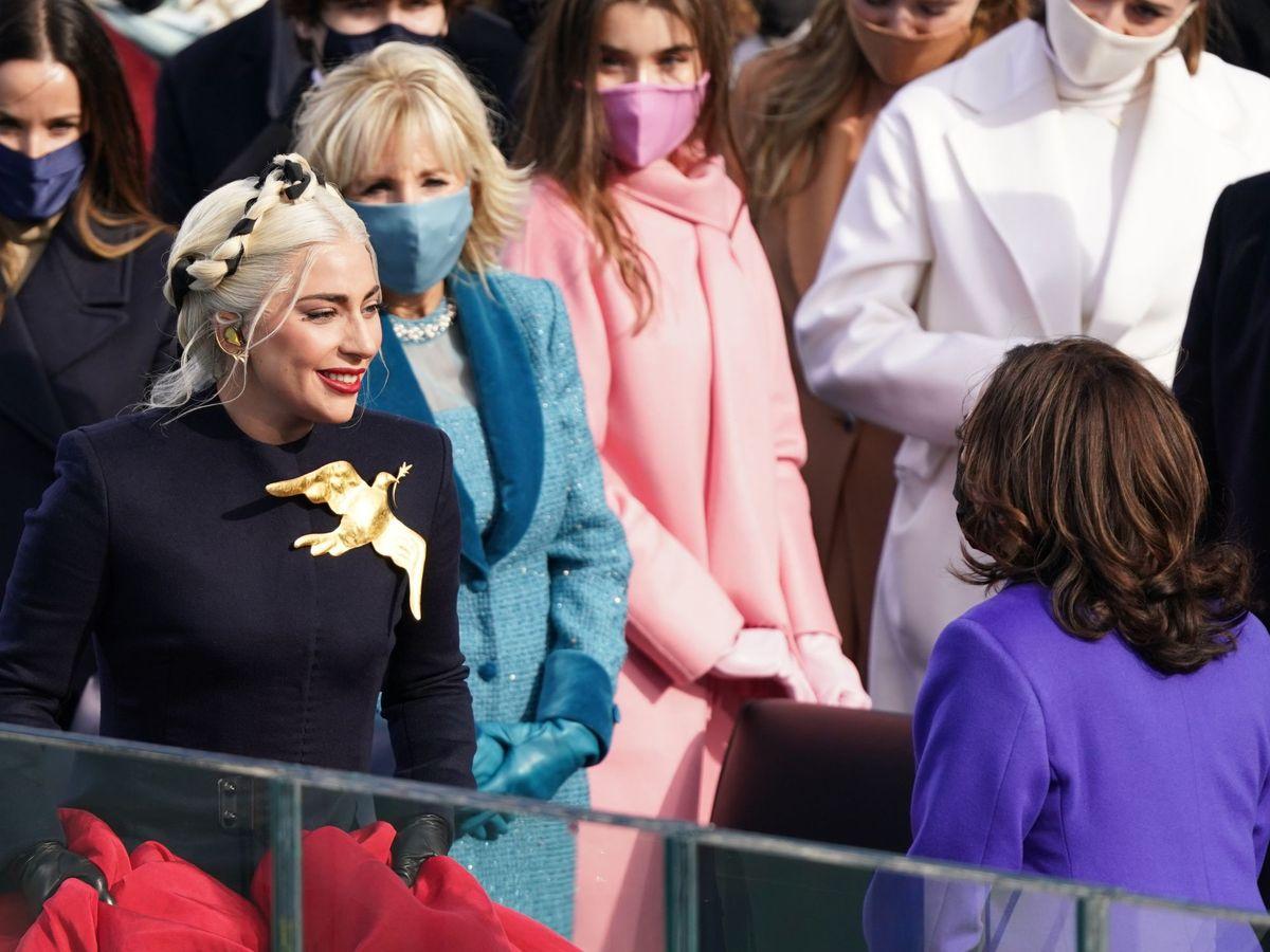 Foto: Lady Gaga sonríe orgullosa a Kamala Harris. (Reuters)