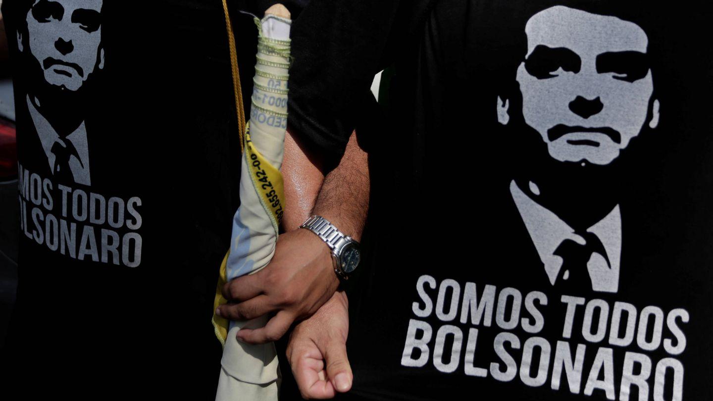 Seguidores del candidato Jair Bolsonaro durante un mitin de Hamilton Mourão en Manaus, Brasil. (Reuters)