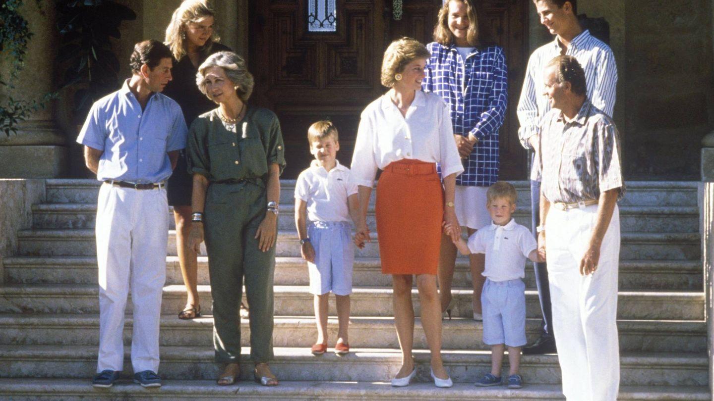 La Reina Sofia, Lady Di y sus familias en Marivent. (Cordon Press)