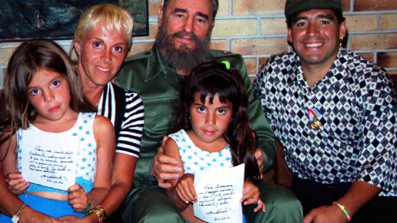 Maradona, su exmujer, Claudia, y las dos hijas del matrimonio, en compañía de Fidel Castro. (Reuters)