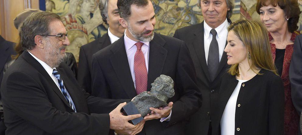 Foto: Los Reyes Don Felipe y Doña Letizia con Enrique González Macho, el presidente de la Academia de Cine (Gtres)