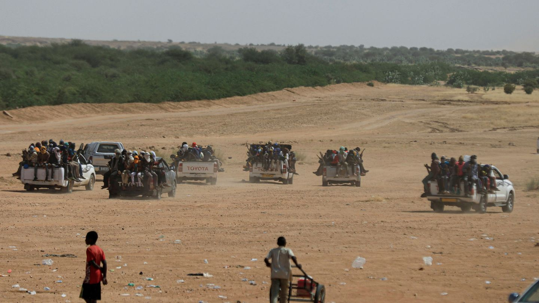 Nigerinos se preparan para viajar a Libia. (Reuters)