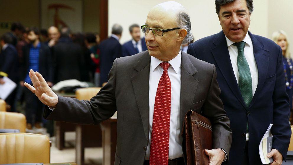 Montoro recorta 150 millones al beneficio de CaixaBank por los créditos fiscales