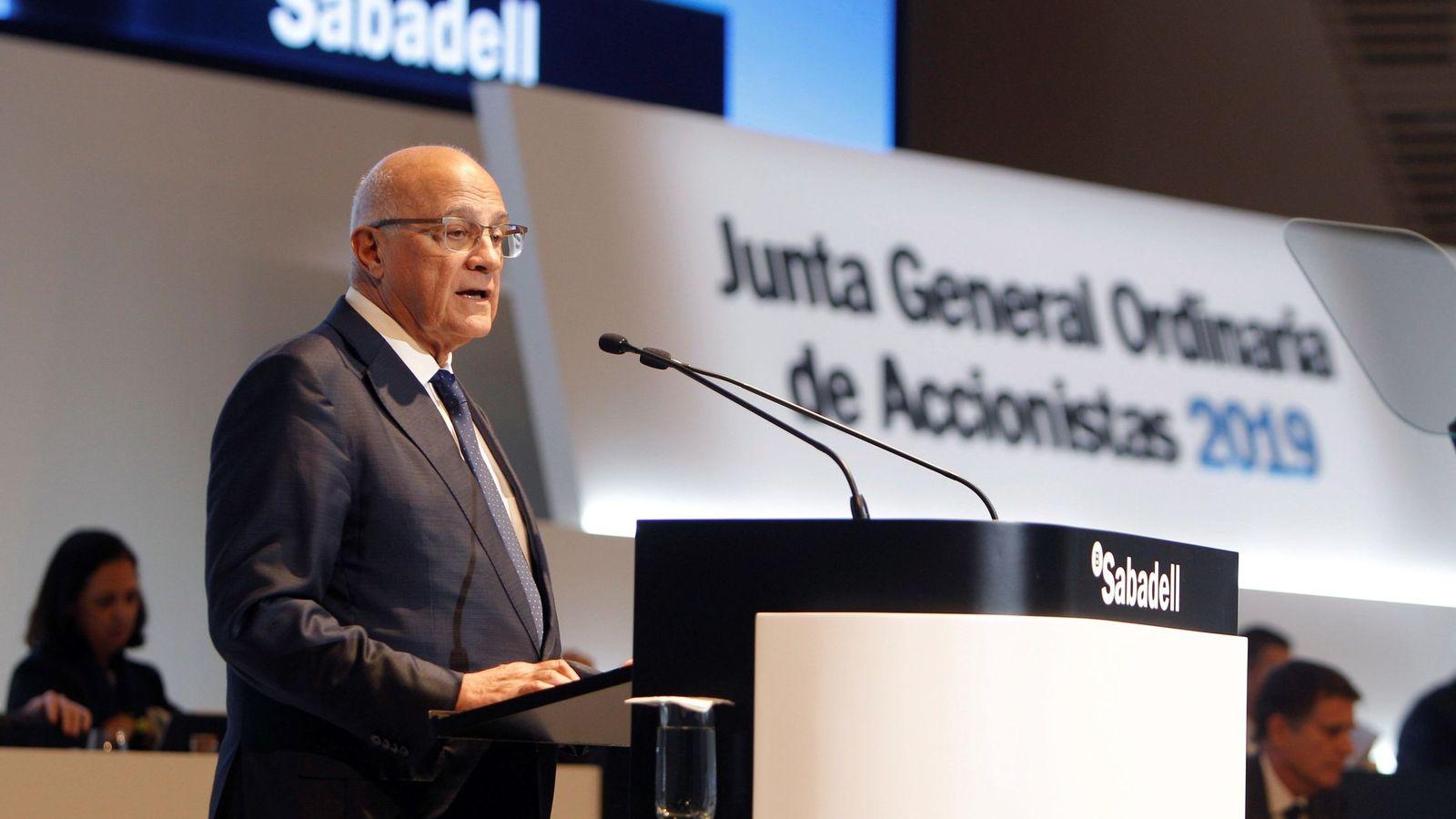 Foto: Josep Oliu, presidente de Sabadell, en la junta de accionistas de marzo (Efe)