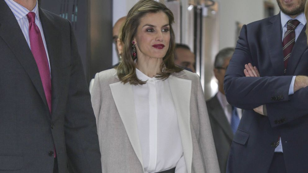 La Reina Letizia acierta (al fin) con sus polémicos pantalones de cuero
