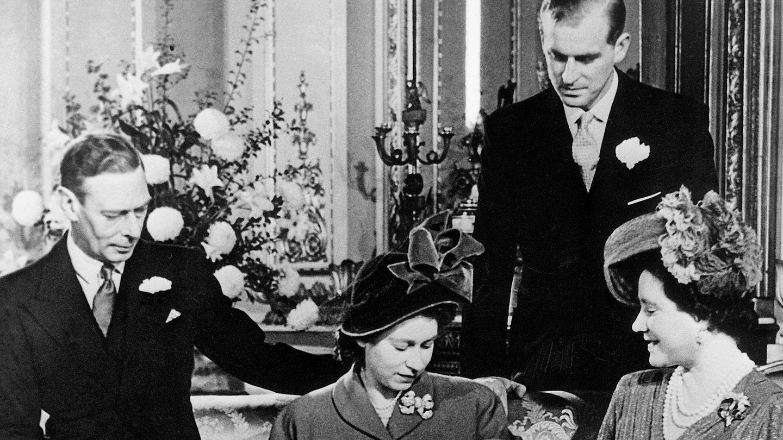 La entonces princesa Isabel, con sus padres y su marido.