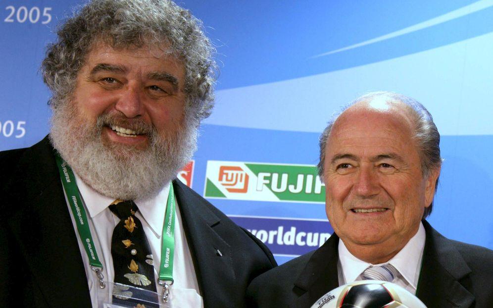 Foto: Chuck Blazer, junto a Joseph Blatter en el año 2005. (Reuters)