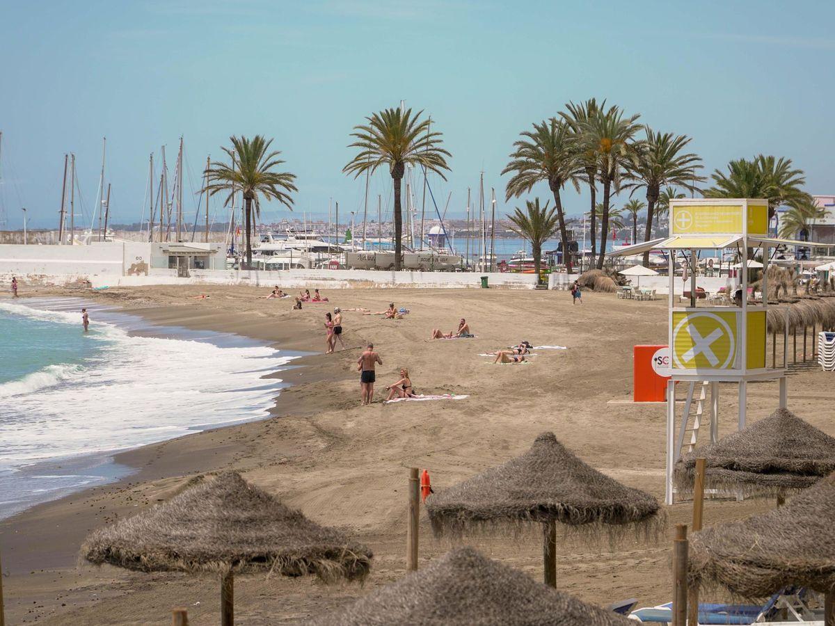 Foto: Playa urbana de Marbella. (EFE)