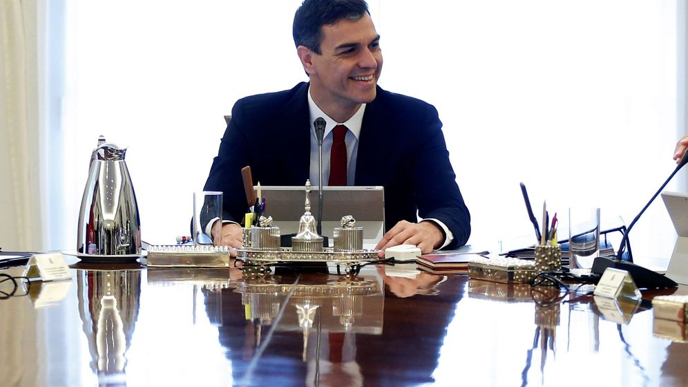 Foto:  El jefe del Ejecutivo, Pedro Sánchez, preside su primer Consejo de Ministros. (EFE)
