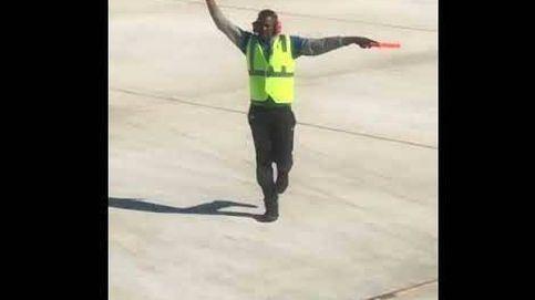 Dirigir al avión... bailando