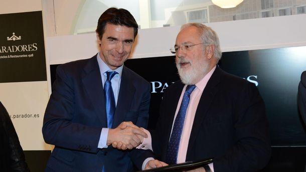 Foto: José Manuel Soria, ministro de Industria, y Miguel Arias Cañete, actual comisario de Acción Climática y Energía, cuando ambos eran ministros del Gobierno
