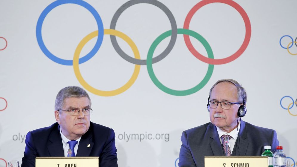 Foto: Schmid y Bach haciendo oficial la decisión de expulsar a Rusia de los JJOO de 2018. (Reuters)
