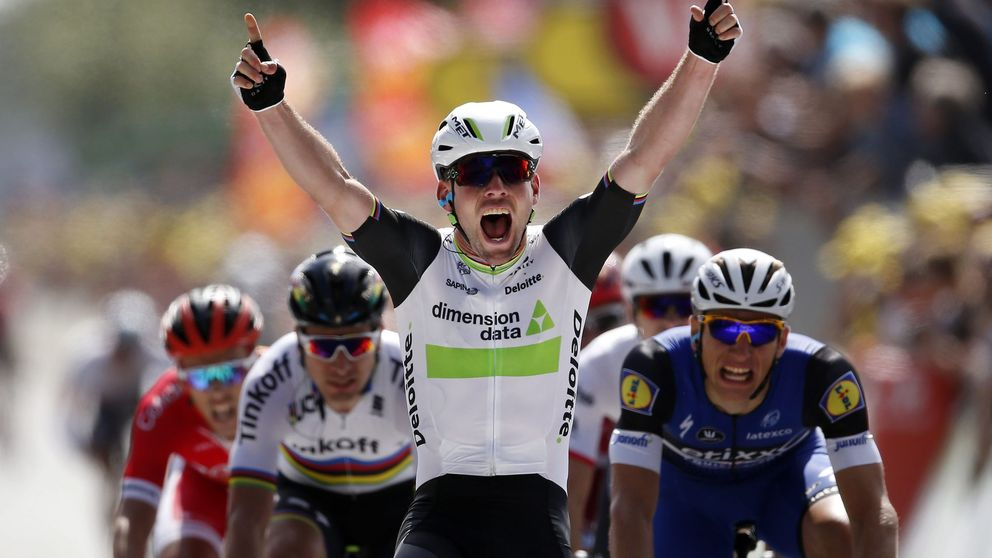 Cavendish se viste de amarillo en Utah Beach y Contador sufre una dura caída