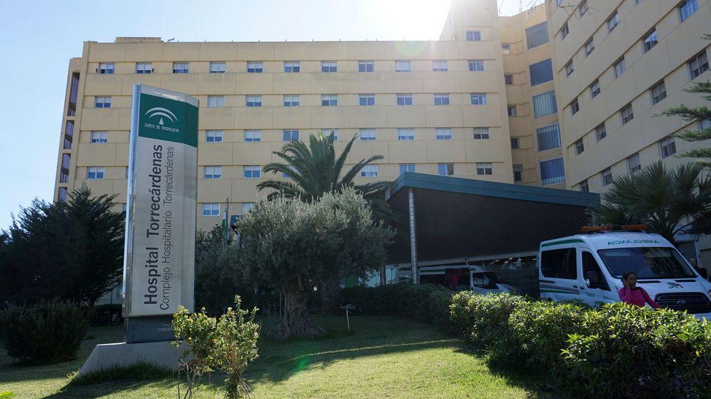 Foto: El Hospital Torrecárdenas de Almería, donde falleció Dolores (EFE/Carlos Barba)
