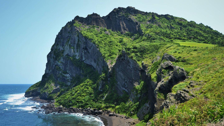 Acantilados de la isla de Jeju. (Arrigo Lupori para Unsplash)