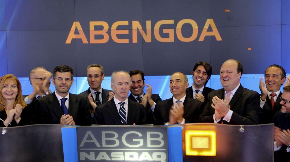 Foto: El expresidente de Abengoa Felipe Benjumea (5i), durante el estreno de la compañía en el Nasdaq. (EFE)
