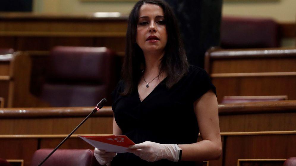Foto: La portavoz de Ciudadanos, Inés Arrimadas, interviene en el pleno del Congreso. (EFE)