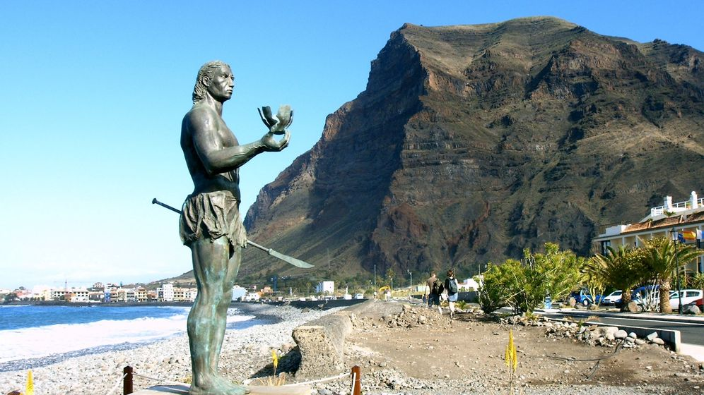 Foto: Estatua de Hautacuperche, líder de la Rebelión de los Gomeros. (Pediant/Wikicommons)