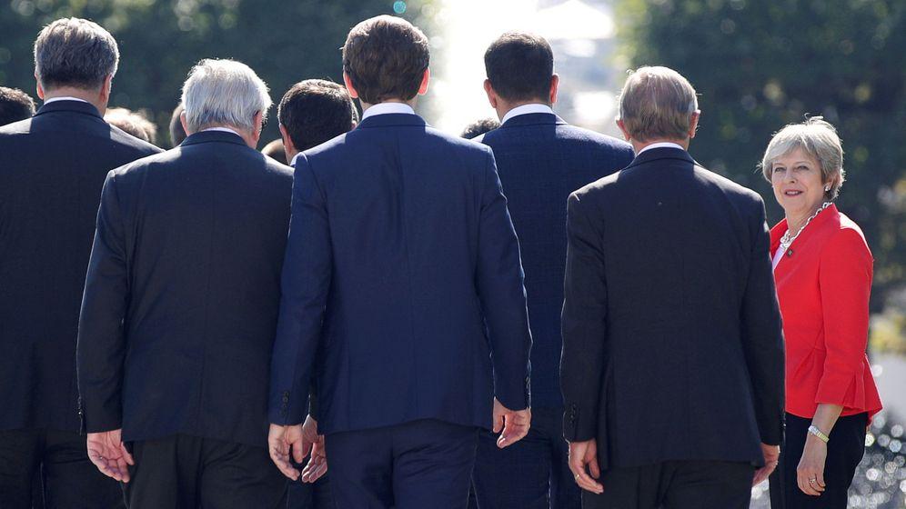 Foto: Theresa May, frente a sus socios europeos, en la cumbre de Salzburgo (REUTERS)