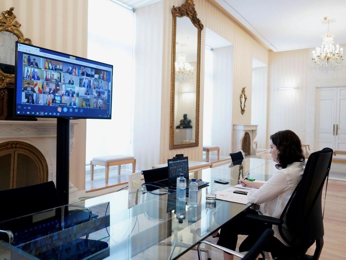 Foto: Díaz Ayuso durante la videoconferencia convocada por el gobierno central (EFE)