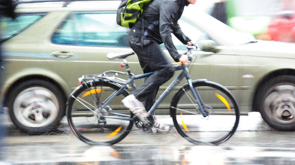 Foto: La eterna guerra del automovilista contra el ciclista. (iStock)