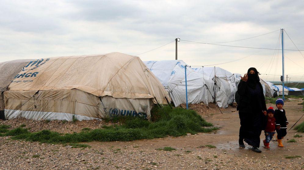 Foto: Familiares de yihadistas del Dáesh, en el campamento Al Roj, en Siria. (EFE)