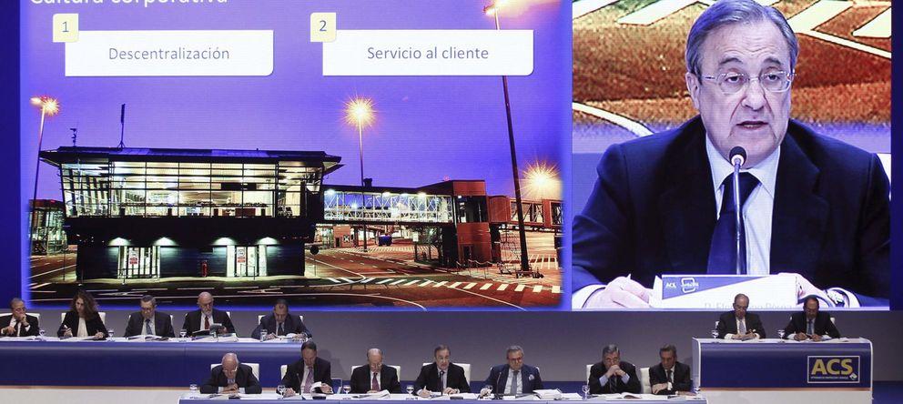 Foto: El presidente de ACS, Florentino Pérez (c), durante la junta de accionistas (EFE)