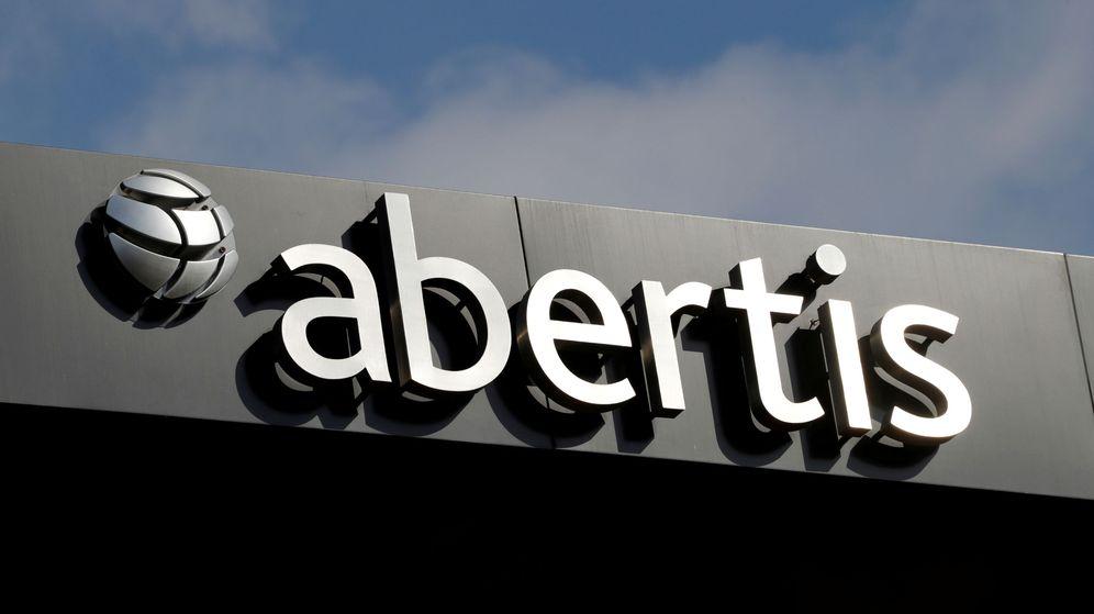 Foto: Logo de Abertis en su sede de Barcelona. (Reuters)