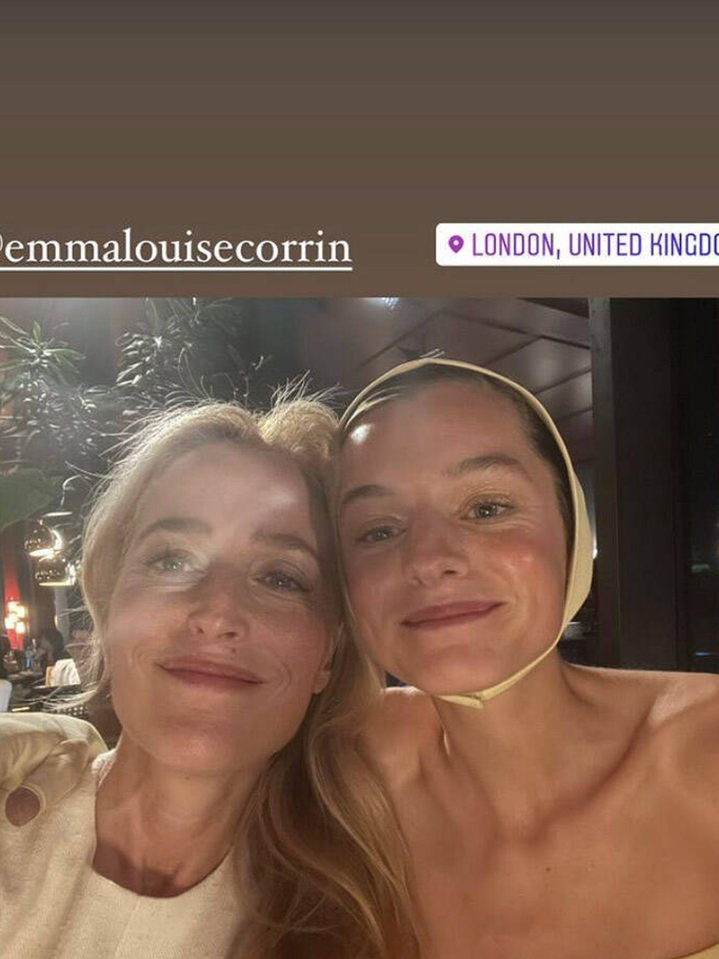 Gillian Anderson y Emma Corrin. (Instagram)