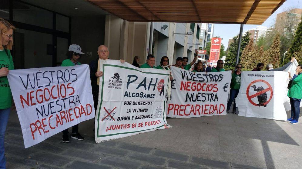 Foto: Protesta de afectados frente a la oficina de Anticipa Real Estate en Madrid