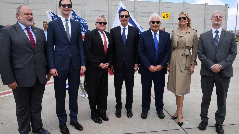 Ivanka y Jared con el embajador de Estados Unidos en Israel y la delegación diplomática. (Agencias)